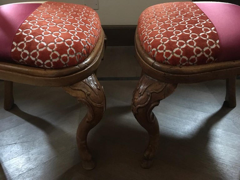 Italy Mid-18th Century Pair of Dining Chairs Solid Oak Hand Carved For Sale 9