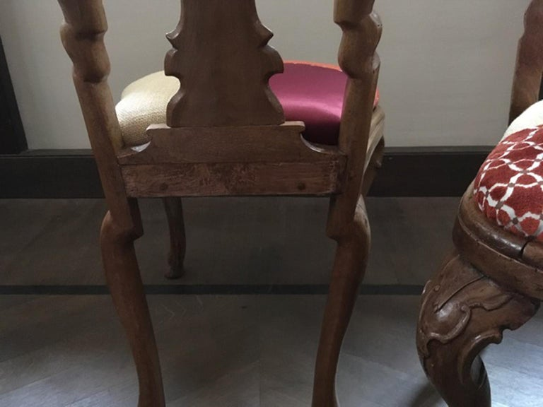 Italy Mid-18th Century Pair of Dining Chairs Solid Oak Hand Carved For Sale 10