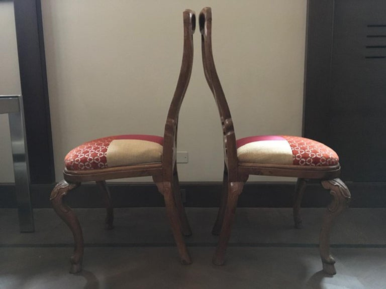 Italy Mid-18th Century Pair of Dining Chairs Solid Oak Hand Carved For Sale 3