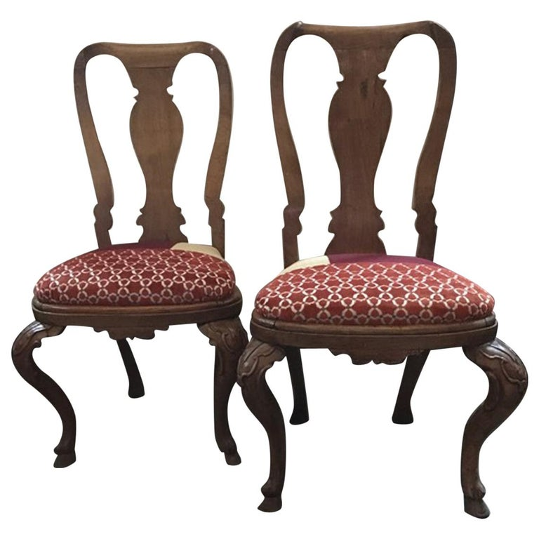 Italy Mid-18th Century Pair of Dining Chairs Solid Oak Hand Carved For Sale