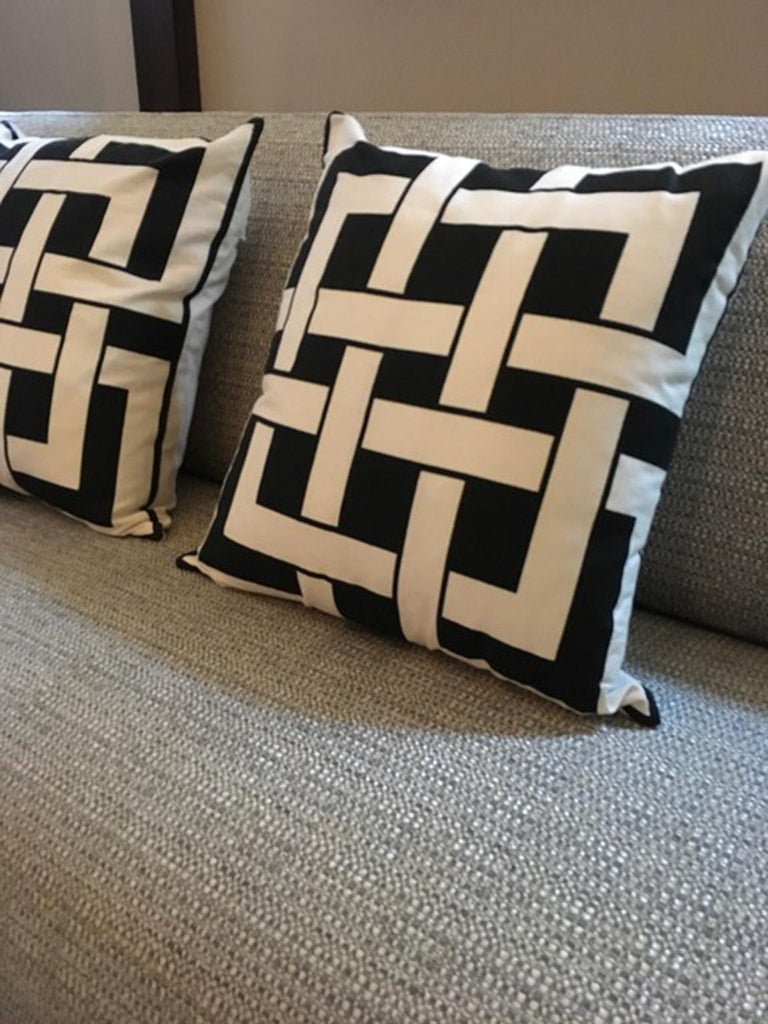 Italy Pair of Pillows in Geometric Black and White Cotton Print in Modern Style For Sale 5