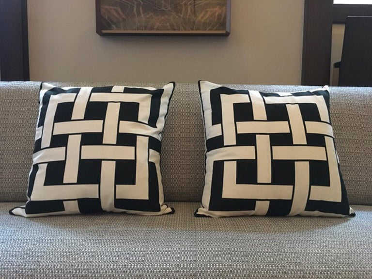 Italy Pair of Pillows in Geometric Black and White Cotton Print in Modern Style For Sale 10
