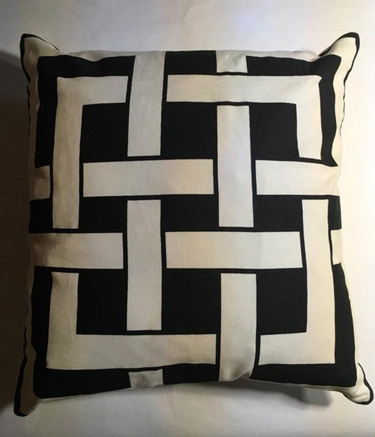 Italian Italy Pair of Pillows in Geometric Black and White Cotton Print in Modern Style For Sale
