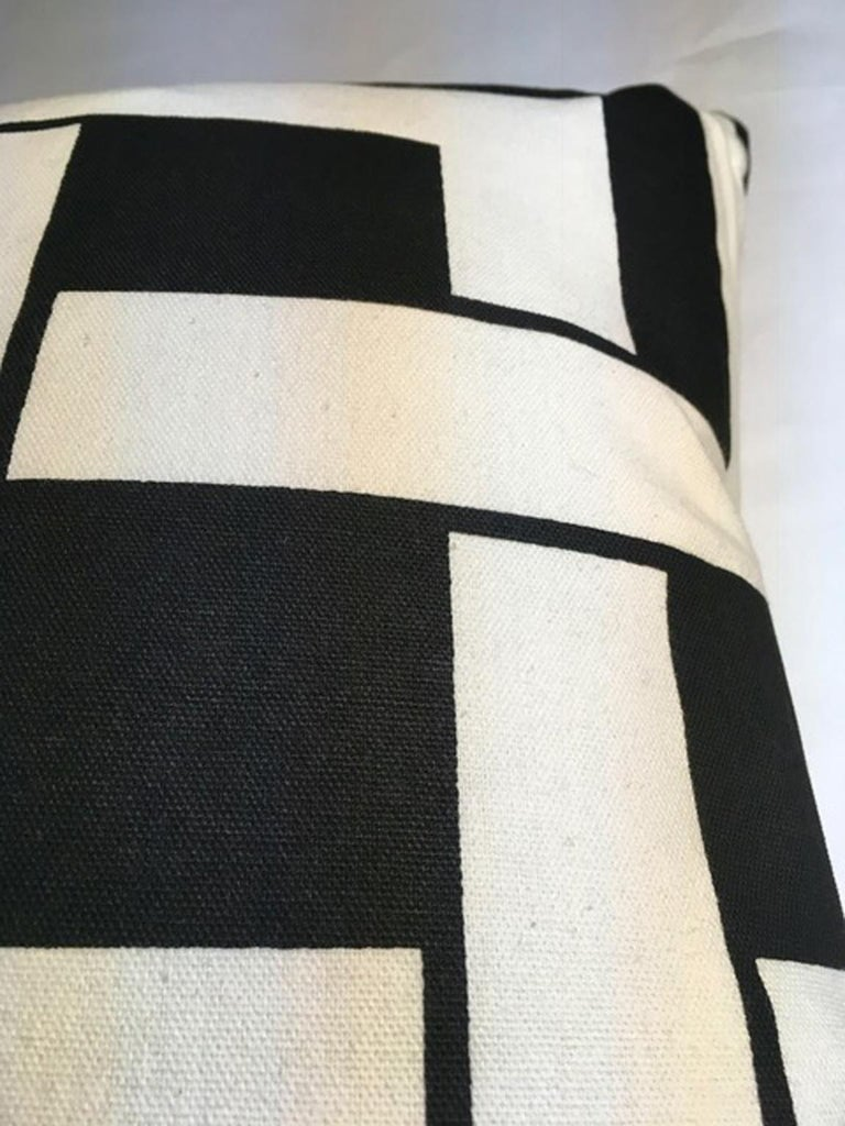 Italy Pair of Pillows in Geometric Black and White Cotton Print in Modern Style For Sale 1