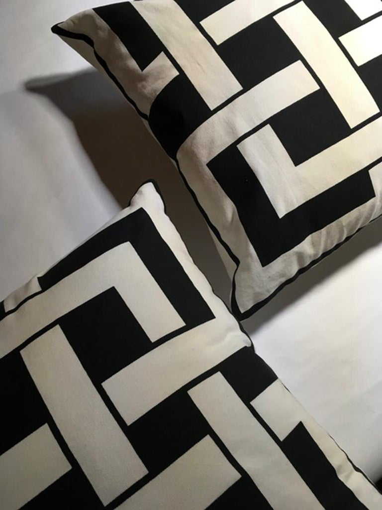 Italy Pair of Pillows in Geometric Black and White Cotton Print in Modern Style For Sale 2