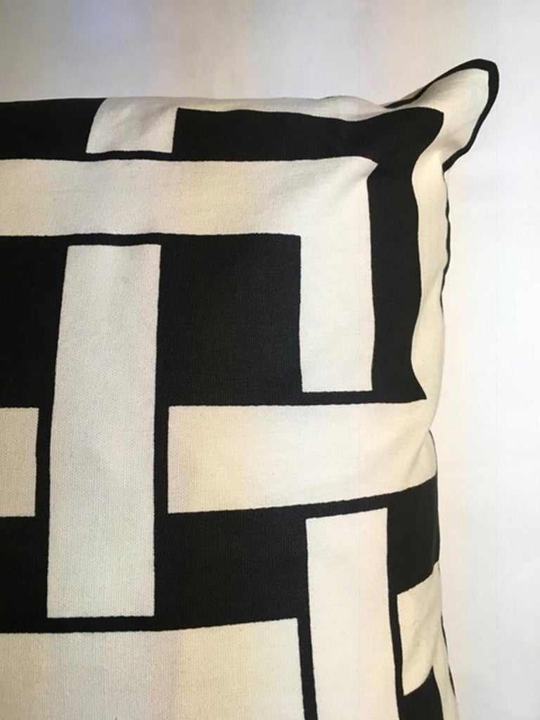 Italy Pair of Pillows in Geometric Black and White Cotton Print in Modern Style For Sale 4