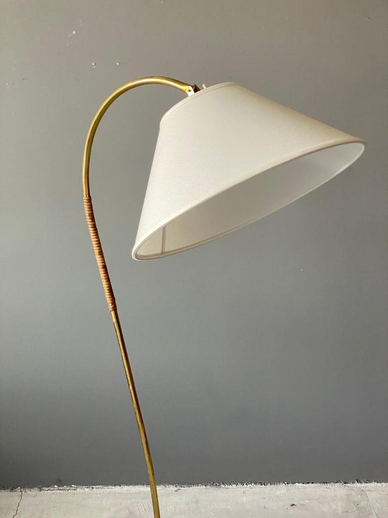 Scandinavian Modern Itsu, Organic Floor Lamp, Brass, Reed, Off-White Fabric Finland, 1950s