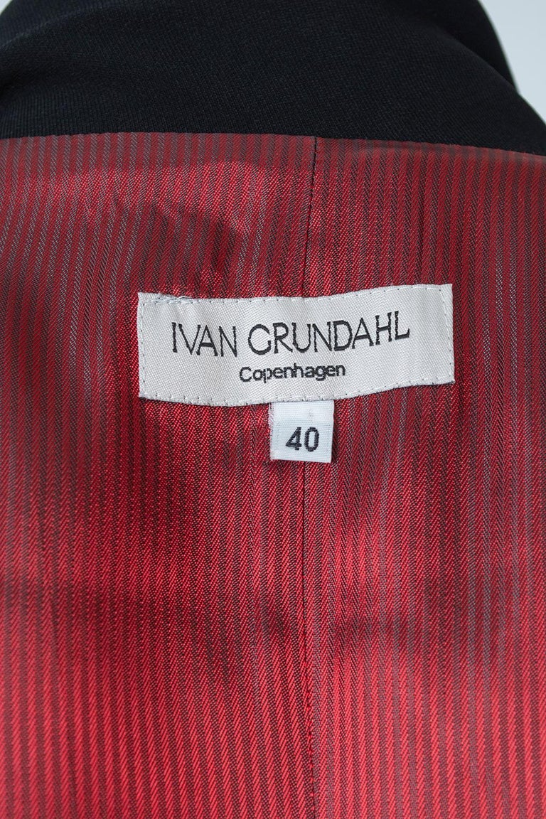 Ivan Grundahl Black Avant Garde Wrapping Draped Trench Coat – Eu 40 (Med), 1990s For Sale 13