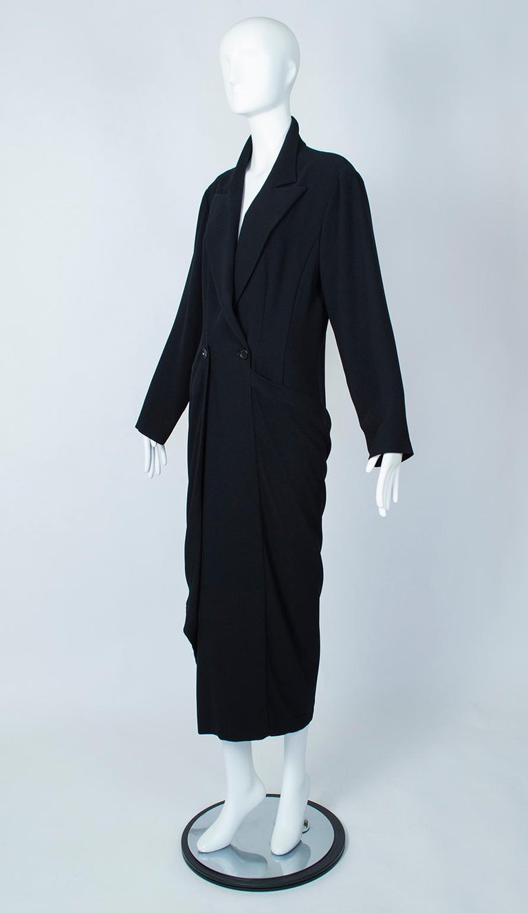 Ivan Grundahl Black Avant Garde Wrapping Draped Trench Coat – Eu 40 (Med), 1990s In Excellent Condition For Sale In Tucson, AZ