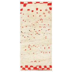 Ivory and Red Vintage Moroccan Rug. Size: 4 ft 7 in x 9 ft (1.4 m x 2.74 m)