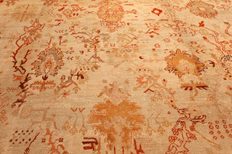 Ivory Antique Oushak Turkish Rug. Size: 13 ft 7 in x 15 ft 3 in(4.14 m x 4.65 m) For Sale 4