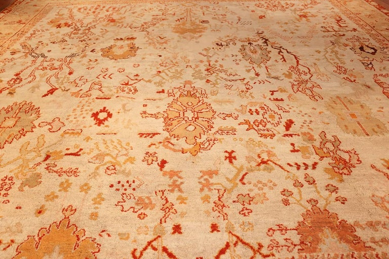 Wool Ivory Antique Oushak Turkish Rug. Size: 13 ft 7 in x 15 ft 3 in(4.14 m x 4.65 m) For Sale
