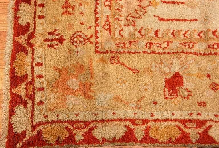 Ivory Antique Oushak Turkish Rug. Size: 13 ft 7 in x 15 ft 3 in(4.14 m x 4.65 m) For Sale 3