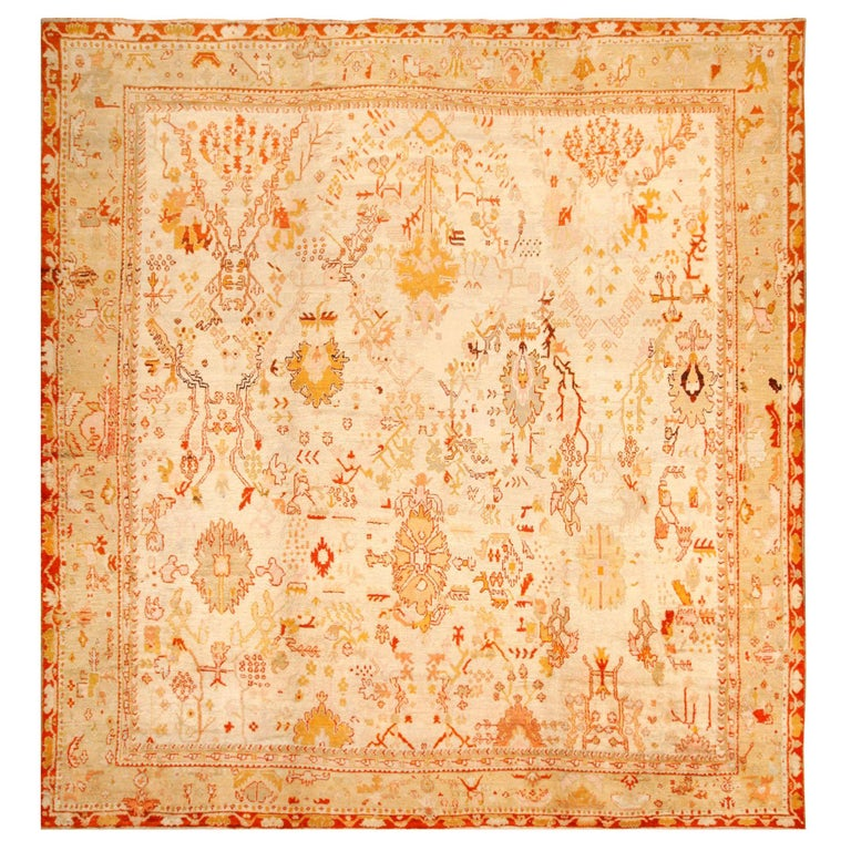 Ivory Antique Oushak Turkish Rug. Size: 13 ft 7 in x 15 ft 3 in(4.14 m x 4.65 m) For Sale