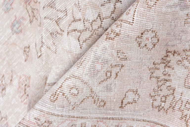 Ivory Field Turkish Oushak Carpet, circa 1940s, Lightly Distressed, Pink Accents In Good Condition For Sale In New York, NY