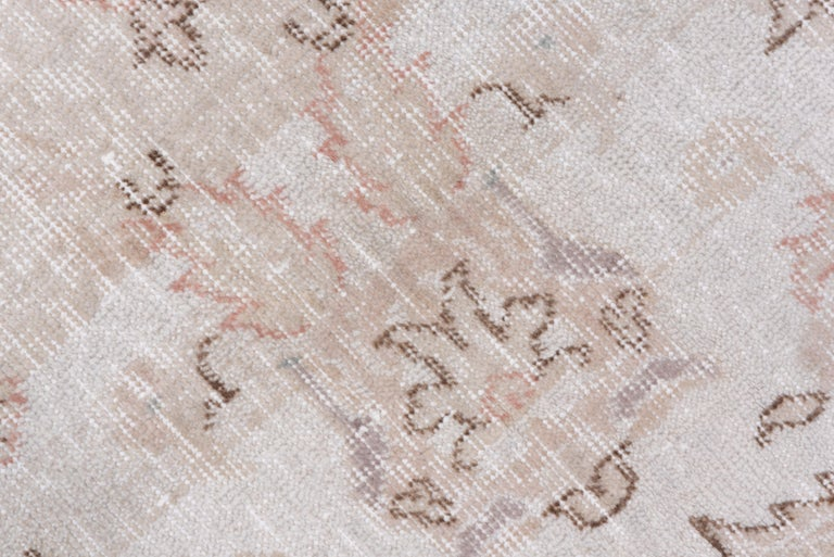 Ivory Field Turkish Oushak Carpet, circa 1940s, Lightly Distressed, Pink Accents For Sale 1