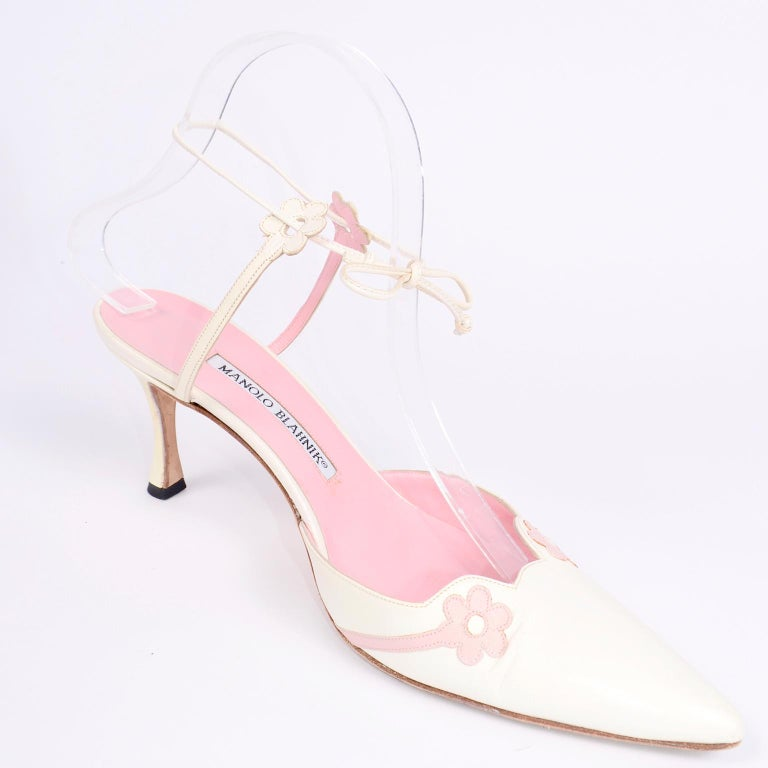 Ivory Leather Manolo Blahnik Shoes With Pink Daisy Flowers and Ankle Straps For Sale 6