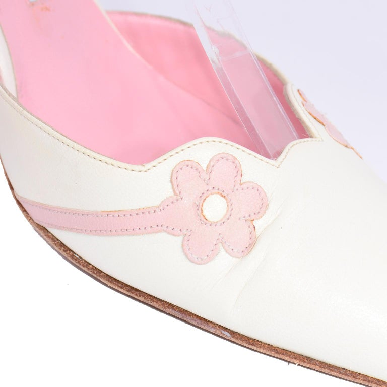 Ivory Leather Manolo Blahnik Shoes With Pink Daisy Flowers and Ankle Straps For Sale 7