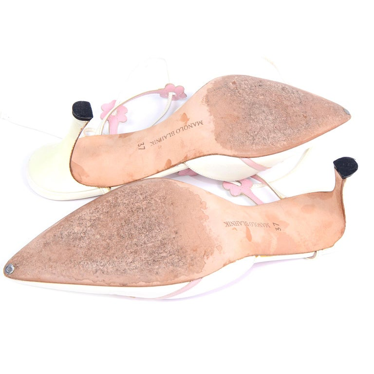 Ivory Leather Manolo Blahnik Shoes With Pink Daisy Flowers and Ankle Straps For Sale 10