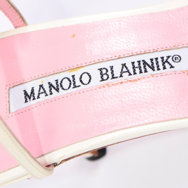 Ivory Leather Manolo Blahnik Shoes With Pink Daisy Flowers and Ankle Straps For Sale 11