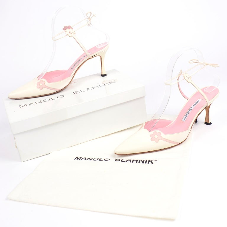 These are such pretty vintage Manolo Blahnik ivory white leather heels with lovely  pink daisies. These Blahnik shoes have a perfect pointed toe and a comfortable 3