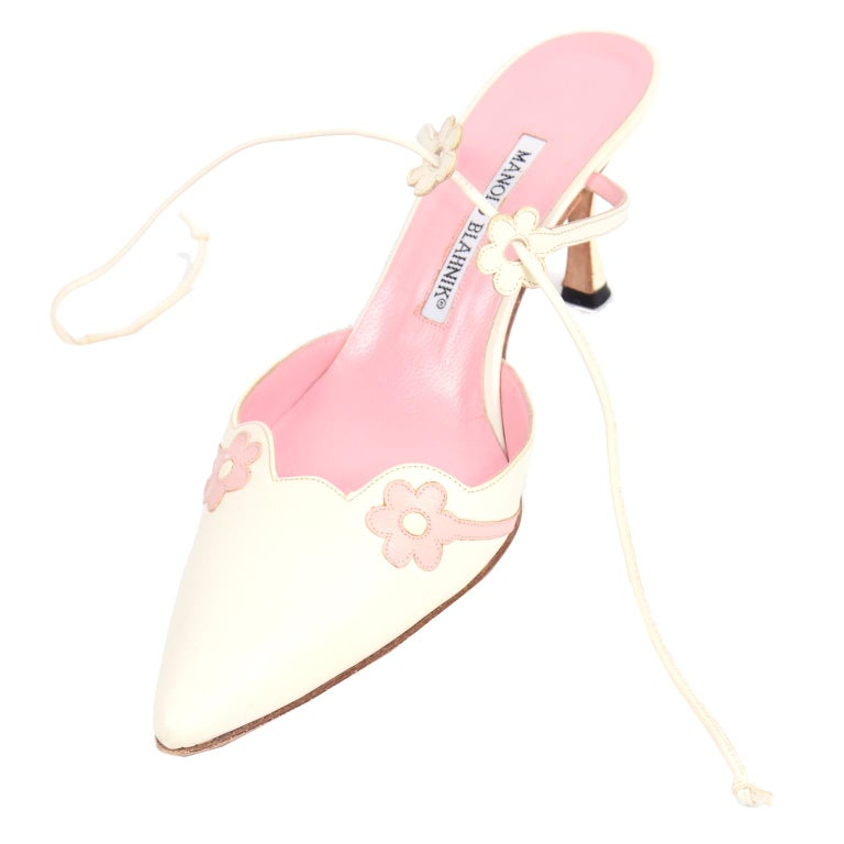 Ivory Leather Manolo Blahnik Shoes With Pink Daisy Flowers and Ankle Straps For Sale 1