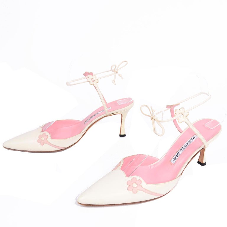 Ivory Leather Manolo Blahnik Shoes With Pink Daisy Flowers and Ankle Straps For Sale 2