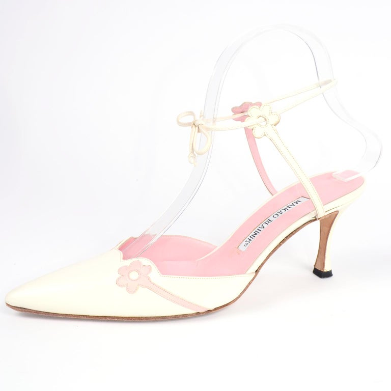 Ivory Leather Manolo Blahnik Shoes With Pink Daisy Flowers and Ankle Straps For Sale 3