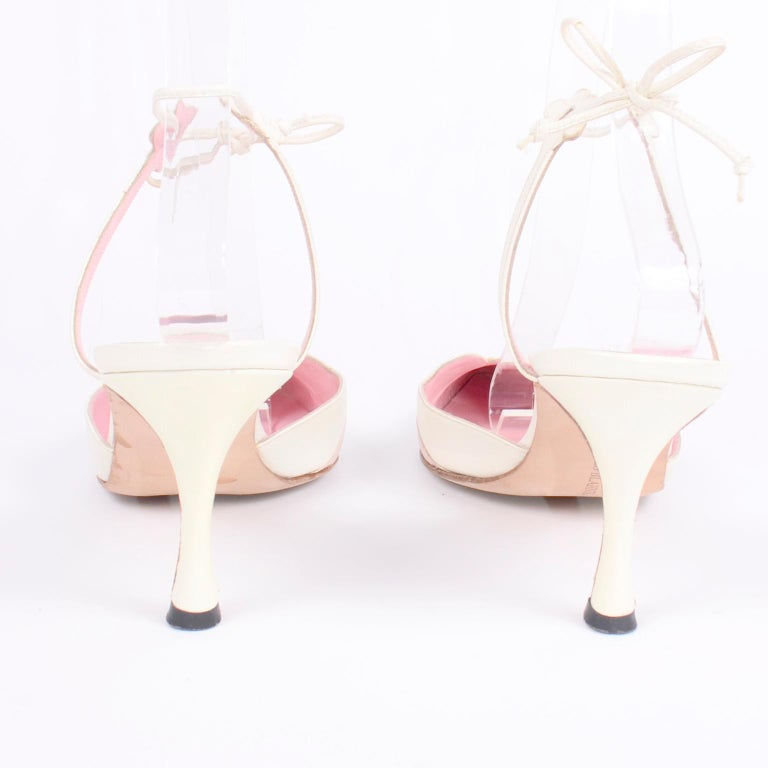 Ivory Leather Manolo Blahnik Shoes With Pink Daisy Flowers and Ankle Straps For Sale 4