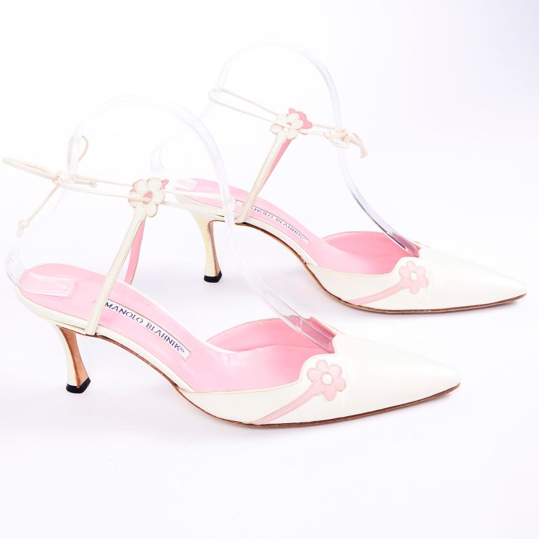 Ivory Leather Manolo Blahnik Shoes With Pink Daisy Flowers and Ankle Straps For Sale 5