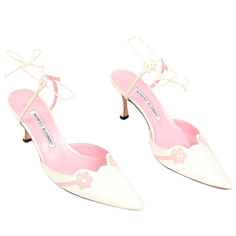 Ivory Leather Manolo Blahnik Shoes With Pink Daisy Flowers and Ankle Straps For Sale