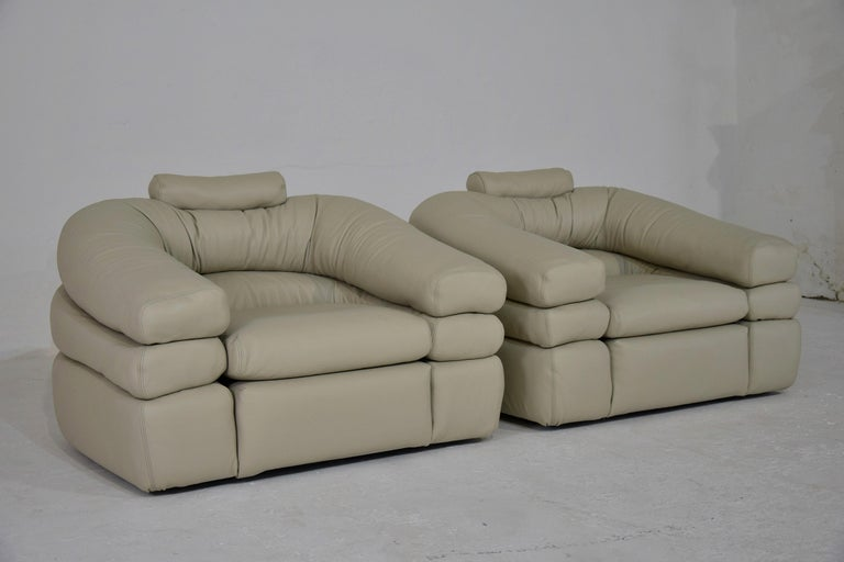Italian Ivory Leather Mid-Century Modern Straccio Lounge Chairs by Zanotta, Italy For Sale