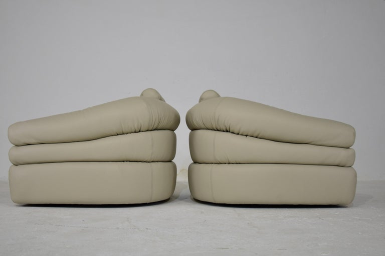 Mid-20th Century Ivory Leather Mid-Century Modern Straccio Lounge Chairs by Zanotta, Italy For Sale