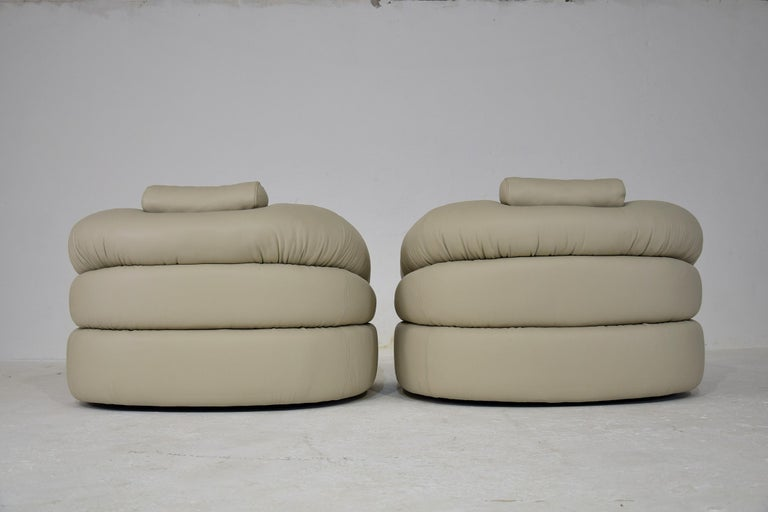 Ivory Leather Mid-Century Modern Straccio Lounge Chairs by Zanotta, Italy For Sale 1