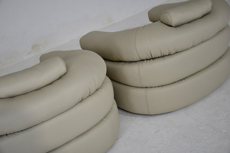 Ivory Leather Mid-Century Modern Straccio Lounge Chairs by Zanotta, Italy For Sale 3