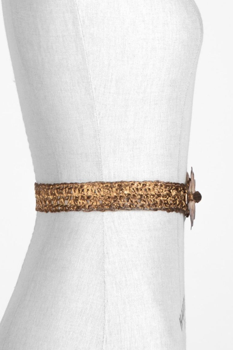 Ivy or Maple Leaf Buckle Gold Tone Metal Woven Belt c. 1970s In Excellent Condition For Sale In Munich, DE