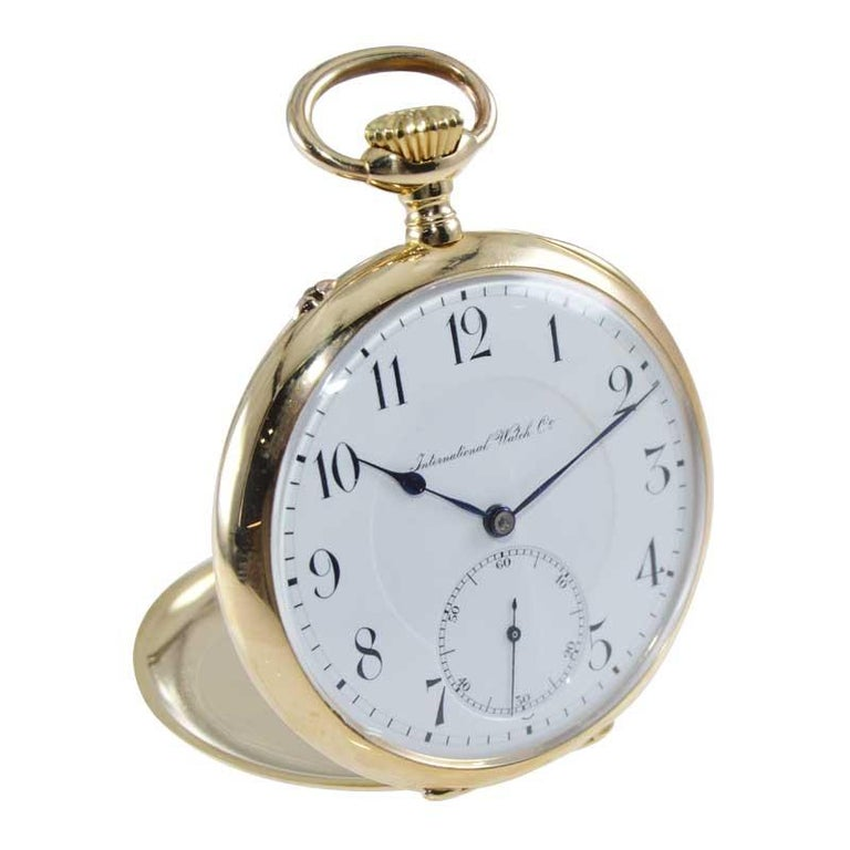 FACTORY / HOUSE: International Watch Company / Schaffhausen STYLE / REFERENCE: Open Faced Pocket Watch METAL / MATERIAL: 18kt Yellow Gold CIRCA / YEAR: 1910 DIMENSIONS / SIZE: 27mm MOVEMENT / CALIBER: Manual Winding / 17 Jewels / High Grade DIAL /