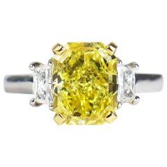 J. Birnbach GIA Certified 2.52 Carat Fancy Vivid Yellow Radiant Cut Diamond Ring