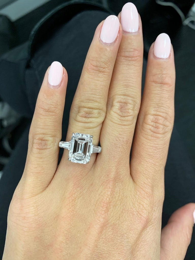 J. Birnbach GIA Certified 5.43 Carat E VVS2 Emerald Cut Diamond Ring In New Condition For Sale In New York, NY