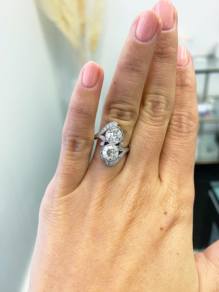 J. Birnbach Old European Cut Diamond Moi et Toi Antique Platinum Ring In Good Condition For Sale In New York, NY