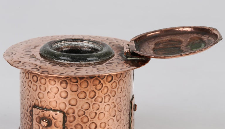 J F Poole Hayle Arts & Crafts Handbeaten Cornish Copper Inkwell In Good Condition For Sale In Bishop's Stortford, Hertfordshire