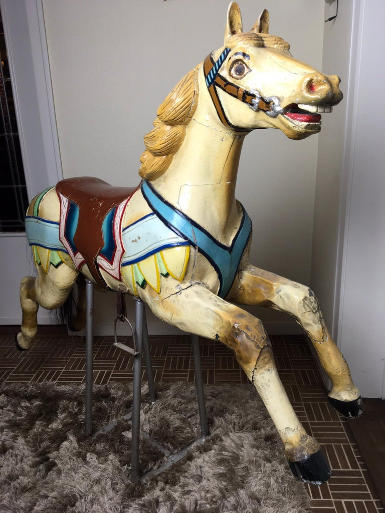 J. Hübner Germany  Carved Wood Carousel Horse Early 20th Century In Good Condition For Sale In Antwerp, BE