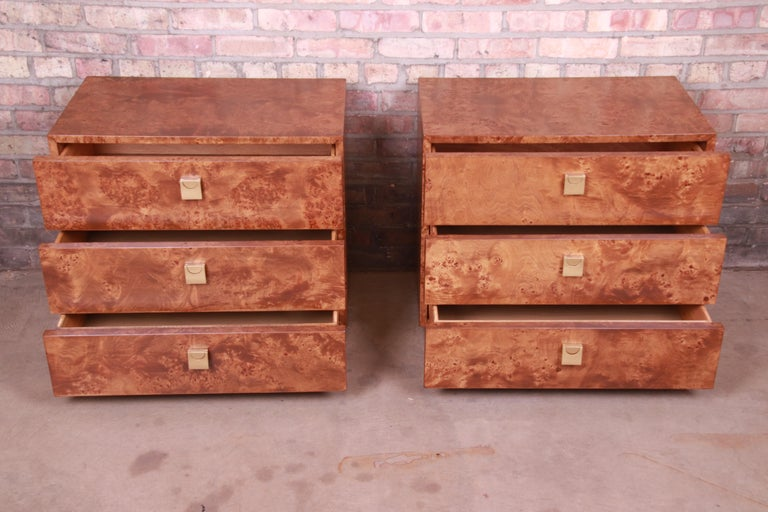 Jack Cartwright for Founders Midcentury Burl Wood Bedside Chests, Restored For Sale 4