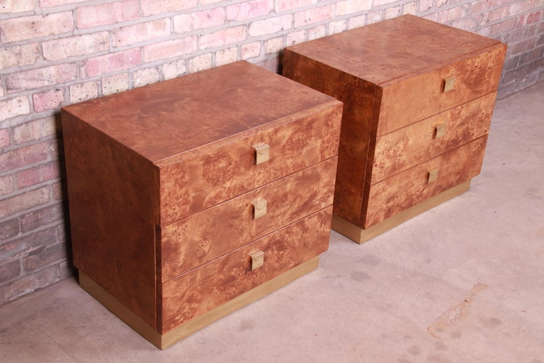 Jack Cartwright for Founders Midcentury Burl Wood Bedside Chests, Restored In Good Condition For Sale In South Bend, IN