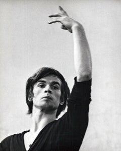 Rudolf Nureyev in dance class