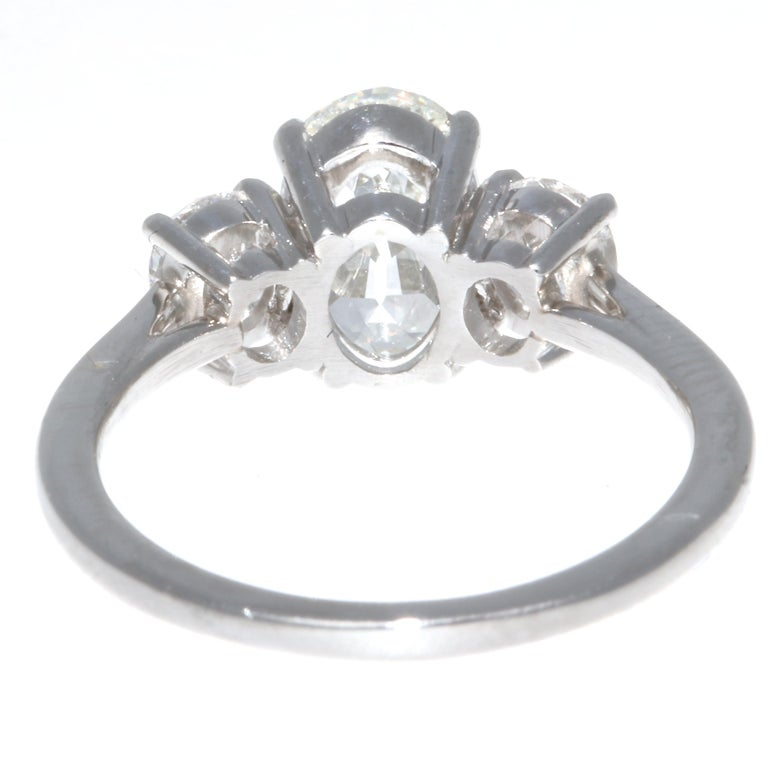 1.64 Carat Oval Brilliant Cut Diamond Platinum Ring In New Condition For Sale In Beverly Hills, CA