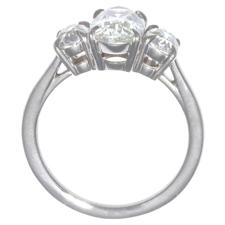 Women's 1.64 Carat Oval Brilliant Cut Diamond Platinum Ring For Sale