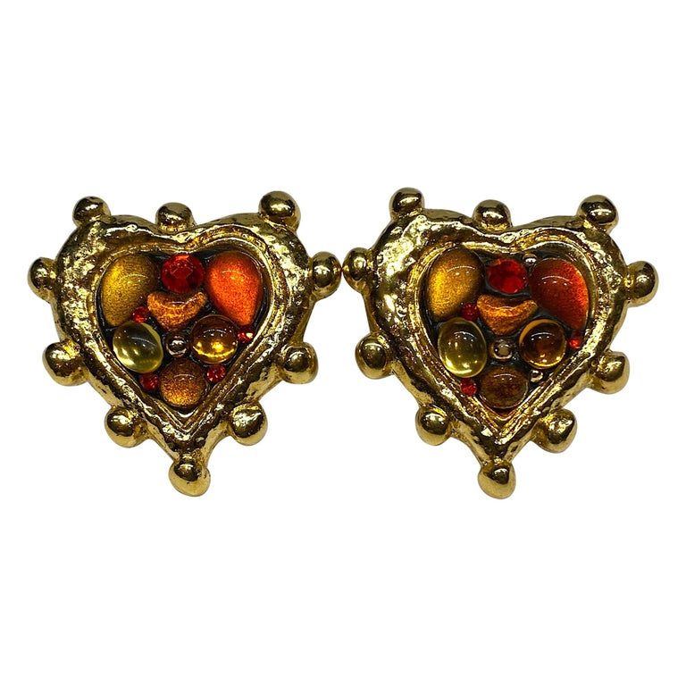 Pair of Clip earrings and beads Art Deco shape heart Vintage resin gift Paris Vintage. Vintage plated gold