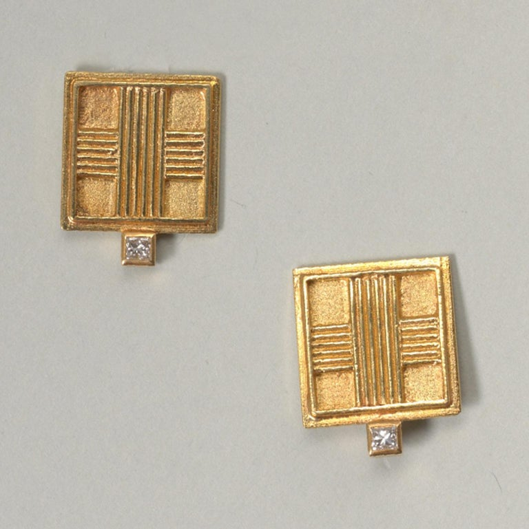 Women's or Men's Jacob de Groes Square Gold Brooch and Earrings For Sale