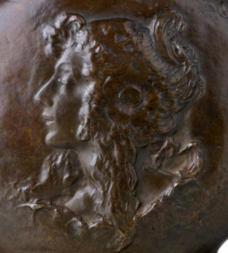 Jacques Callot Art Nouveau vase in relief bronze. Signed. Dimensions: 21 x 16 cm.
